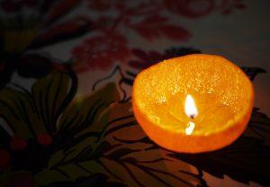 DIY: Φτιάξε πανεύκολα αρωματικό κερί χώρου από πορτοκάλι!