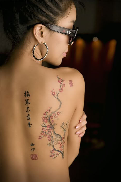 12 Γυναικεία και Chic Tattoo -spine-tattoos-for-women-female-tattoo-gallery-51215 (11)