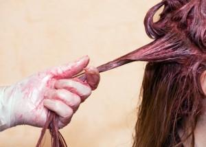 Πώς θα βγάλετε το λεκέ από βαφή μαλλιών