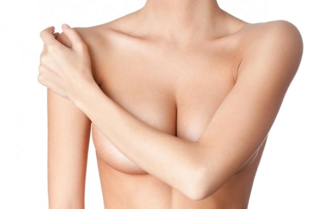 Διώξτε με φυσικό τρόπο τις ραγάδες από το στήθος σας