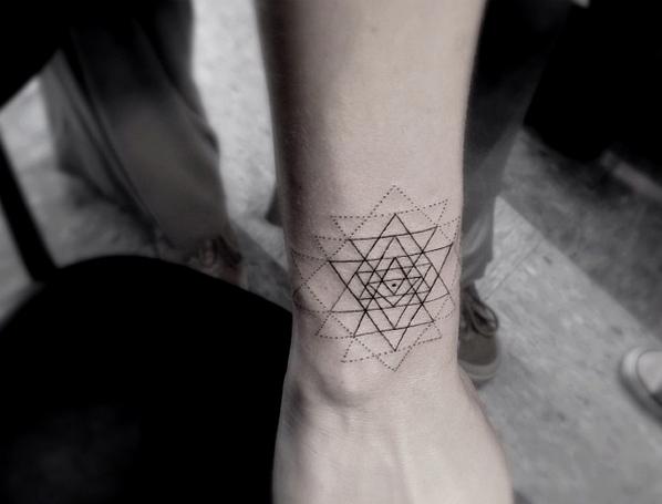 Όμορφα Tattoo σε μαύρες και γρι αποχρώσεις www.ediva.gr (6)