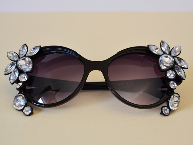 Γυαλιά ηλίου: Ανανέωσε τα μοναδικά, με δύο σκουλαρίκια!