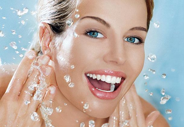 Πως να καθαρίσετε μόνες σας το πρόσωπο σας!
