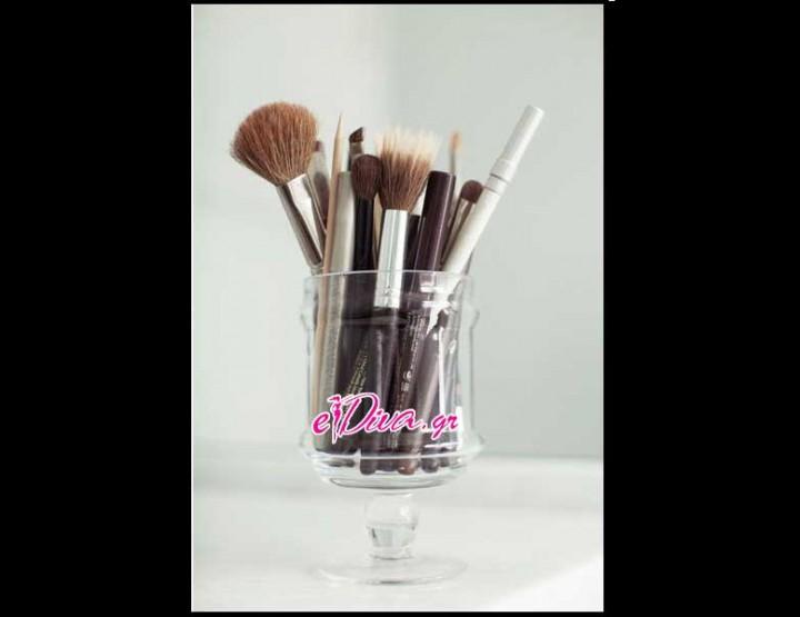 8 Βήματα για να Καθαρίσεις σωστά τα πινέλα του μακιγιάζ!