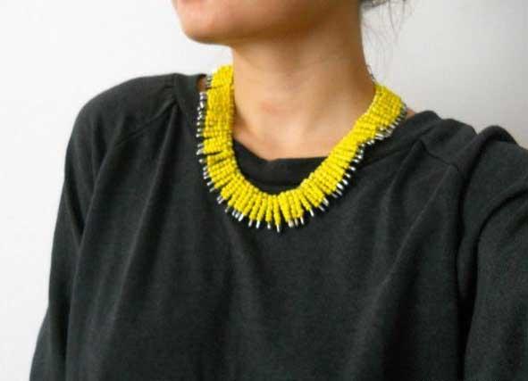 Χειροποίητα κοσμήματα: Φτιάξε χρωματιστό κολιέ με παραμάνες!
