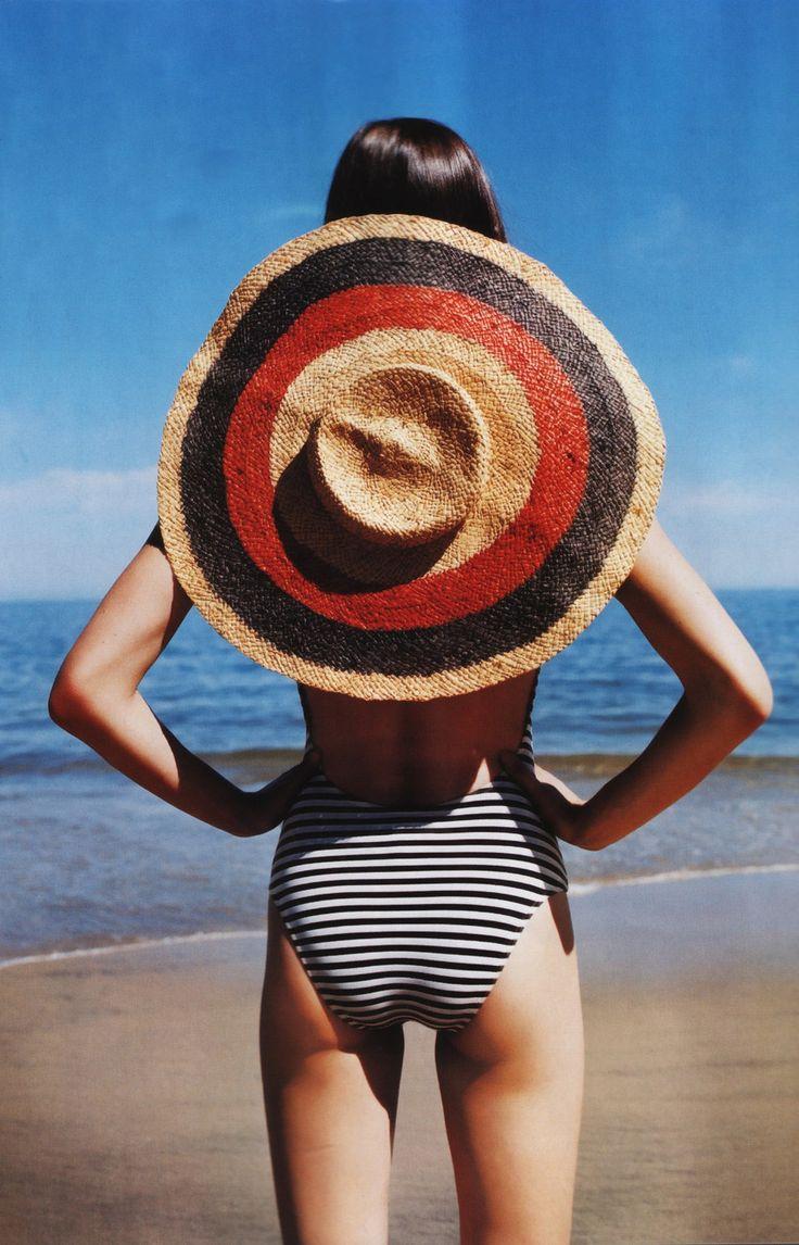 7908063e75 Δες ποια τσάντα να συνδυάσεις με το μαγιό σου φέτος το καλοκαίρι