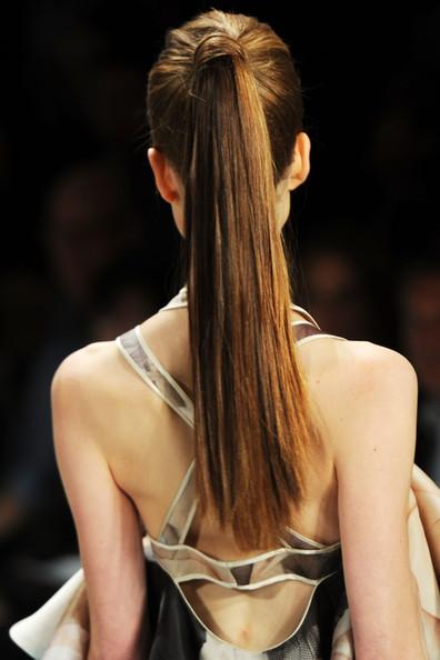Κουρέματα και χτενίσματα για μακριά μαλλιά