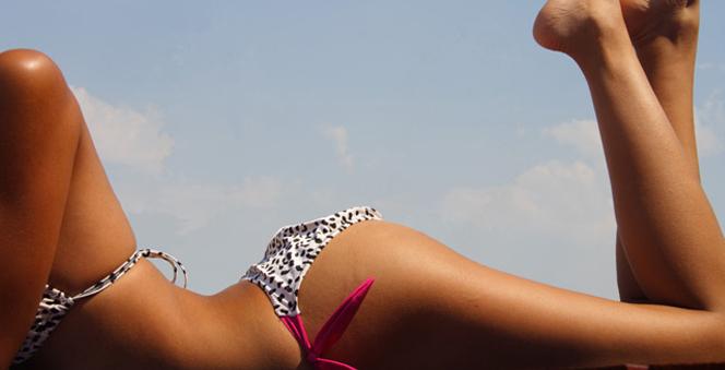 Πως να πετύχεις ομοιόμορφο μαύρισμα στην παραλία!