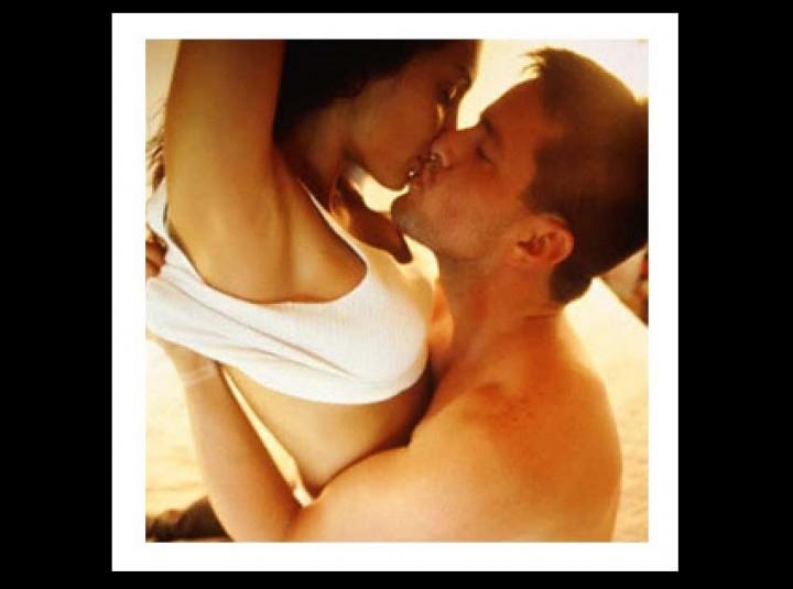 8 Σημάδια ότι δεν θέλει σοβαρή σχέση, αλλά Μόνο Κρεβάτι...