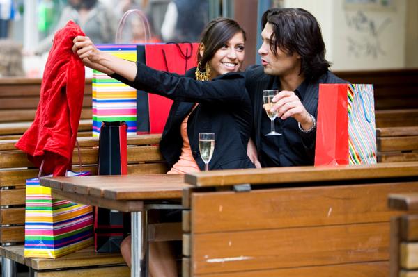 Πως να κάνεις το αγόρι σου να θέλει να έρχεται για ψώνια μαζί σου