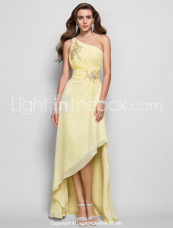 5663c2acb67 Υπέροχο μακρύ φόρεμα με χρυσές λεπτομέρειες. Το βρήκαμε εδώ