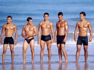 7 Tips για να τραβήξεις την προσοχή κάποιου στην παραλία