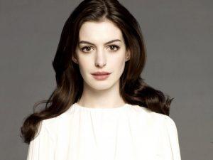 Anne Hathaway kouremata