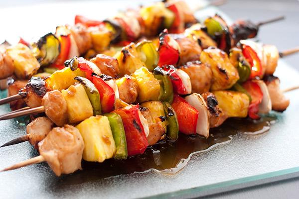 Μαριναρισμένα σουβλάκια με κοτόπουλο και λαχανικά!