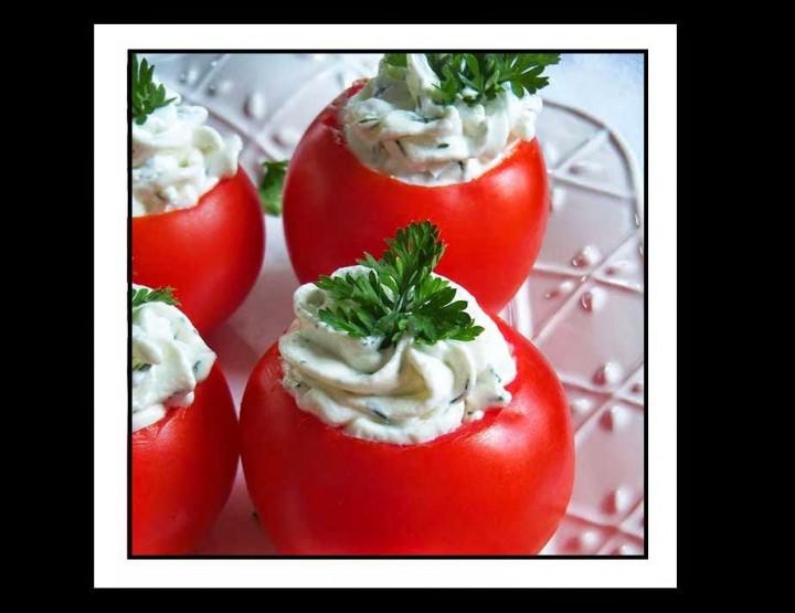 Συνταγή: Ντομάτες γεμιστές με τυρί!