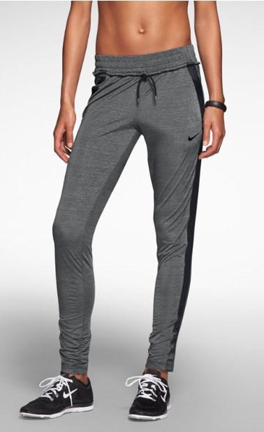 f03b1f5bd0 Γυναικείες αθλητικές φόρμες Nike-Bodytalk!