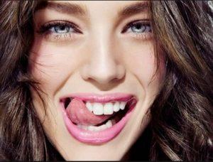 9 Σπιτικά tips για λευκά δόντια!