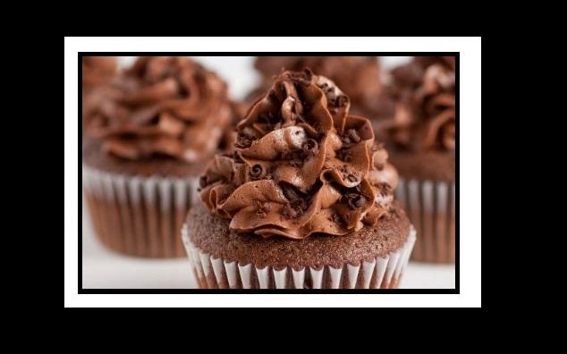 Λαχταριστή συνταγή για cupcakes βανίλιας με κρέμα σοκολάτας!