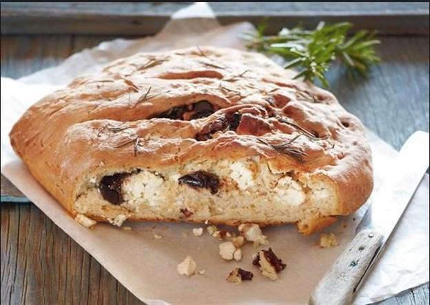 Συνταγή για νόστιμο γεμιστό ψωμί με ελιές!