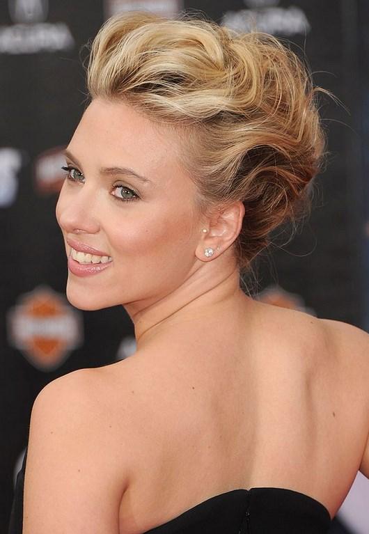 15 Ιδέες για Χριστουγεννιάτικα χτενίσματα και μακιγιάζ! Scarlett Johansson Hair