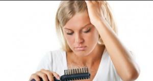Τριχόπτωση: Γιατί πέφτουν τα μαλλιά μου;