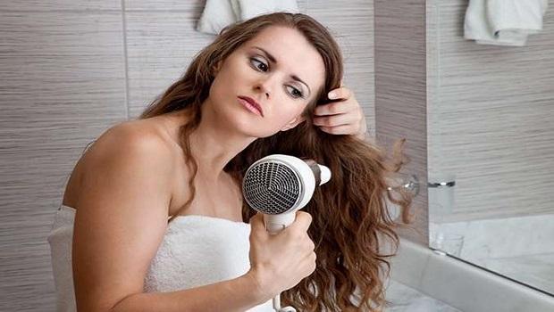 5 Λάθη που κάνεις με το πιστολάκι μαλλιών!
