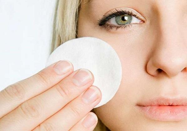 Φτιάξε μόνη σου υγρό καθαριστικό ματιών (Ντεμακιγιάζ)!