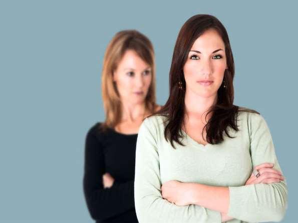 5 Σημάδια που δείχνουν ότι σε ζηλεύει η κολλητή σου!