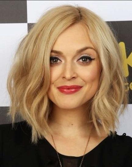 730fe76b8ddb Τα μαλλιά με μήκος μέχρι τον ώμο είναι μια εξαιρετική επιλογή για τις  γυναίκες που προτιμούν τα πιο μακριά κουρέματα