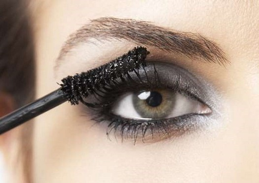 9 Tips μακιγιάζ για εντυπωσιακές βλεφαρίδες!