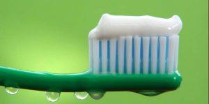 10 Διαφορετικές χρήσεις της οδοντόκρεμας!
