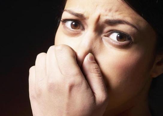 Γιατί μυρίζει η ευαίσθητη περιοχή;