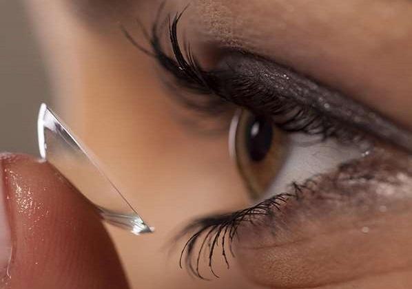 Πως να βάλεις και να βγάλεις το μακιγιάζ αν φοράς φακούς!