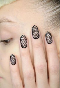 negative space nails art