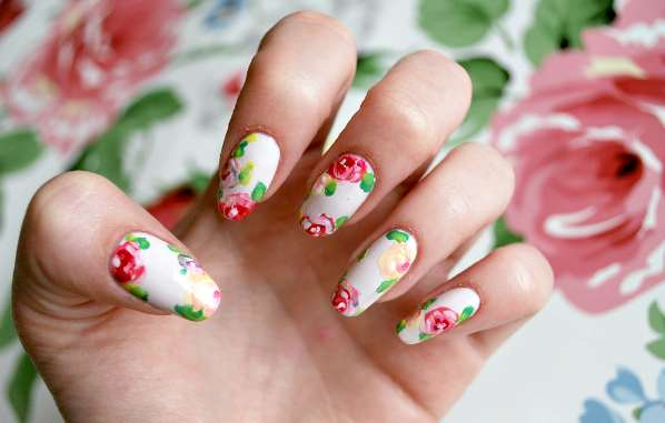 Nail art: Πως να κάνεις μόνη σου floral μανικιούρ!