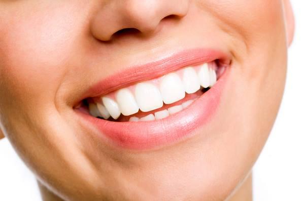 6 Μυστικά για να έχεις λευκά δόντια!