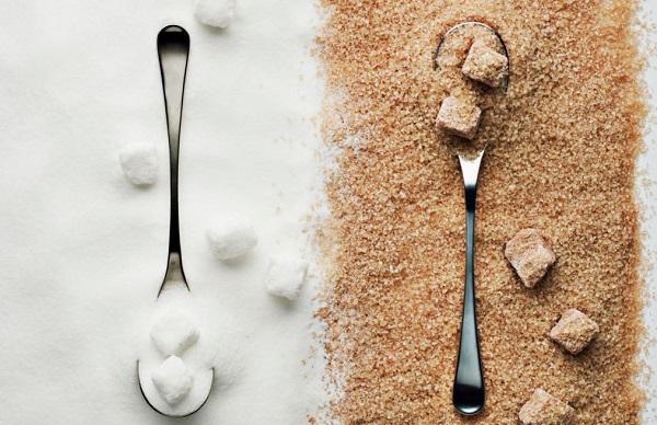 Λευκή Vs καστανή ζάχαρη: Ποια είναι η καλύτερη;