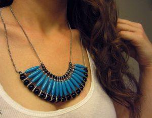 Χειροποίητα κοσμήματα: Φτιάξε κολιέ από παραμάνες!