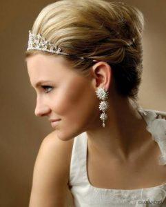 χτένισμα-νύφης-σκουλαρήκια