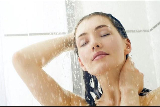 Πως να προστατέψεις το σώμα σου από τα καυτά ντους!
