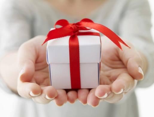 9 Εύκολοι και όμορφοι τρόποι για να τυλίξεις ένα δώρο!