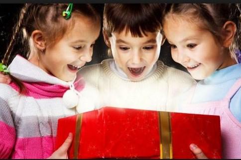 3 Λόγοι που ΔΕΝ πρέπει να κάνετε στα παιδιά πολλά δώρα!