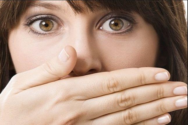 12 Λόγοι που η αναπνοή σου μυρίζει!
