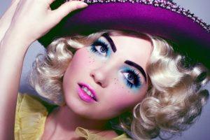 apokriatiko makeup koukla