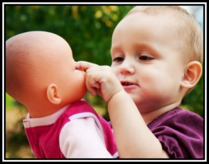 9 Λόγοι για τους οποίους πρέπει να αγοράσεις κούκλα στον γιο σου!