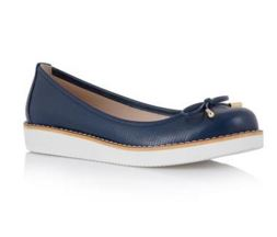 Οι μπαλαρίνες είναι ένα παπούτσι που μπορείς να το φορέσεις όλη τη διάρκεια  της ημέρας. Το βασικό χαρακτηριστικό όλων των σχεδίων είναι τα φιογκάκια  στο ... 5c684aad052