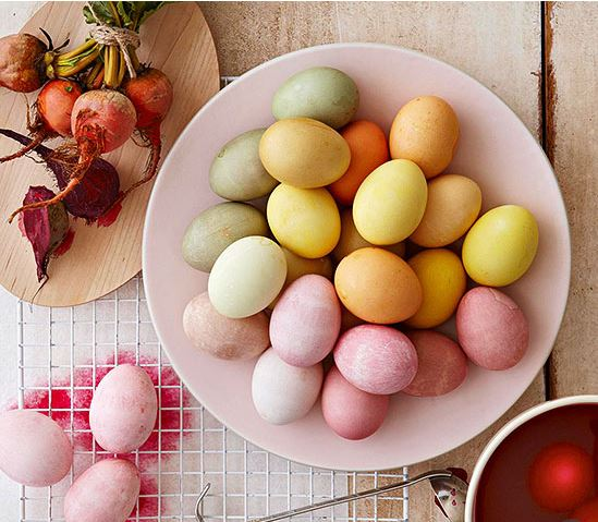 natural-dyed eggs