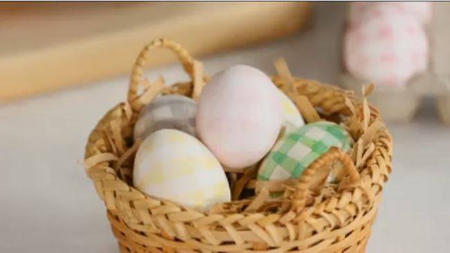 natural-dyed gingham egg