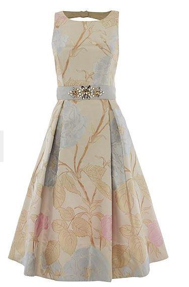 Οι απαλές αποχρώσεις σε αυτό το φόρεμα θα σε κάνουν να το λατρέψεις. Το  φόρεμα είναι φτιαγμένο από ζακάρ ύφασμα και έχει επάνω του τυπωμένα  λουλούδια σε ροζ ... 8108d1911a8