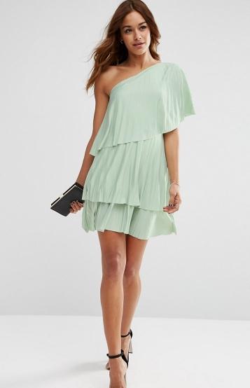 af9a83076d2c Οι τρεις στρώσεις που έχει αυτό το φόρεμα καλύπτουν εξαιρετικά την  περιφέρεια